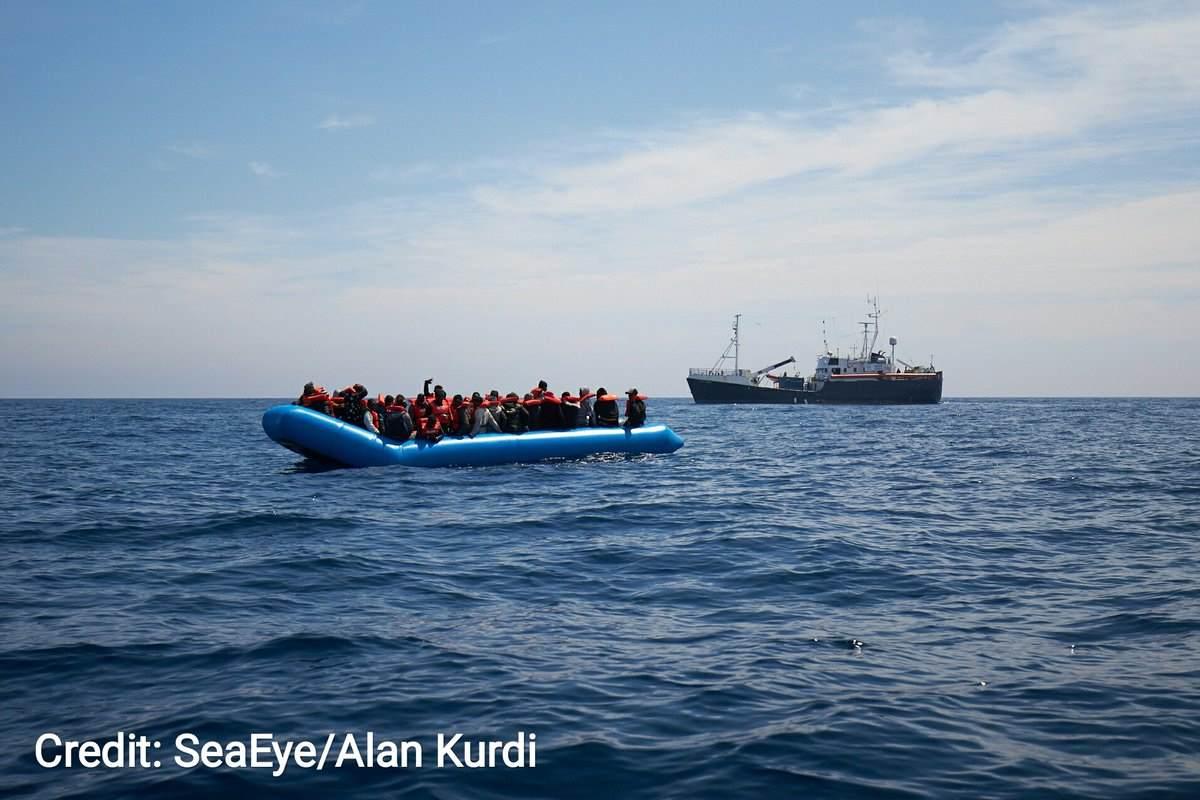 La Alan Kurdi della tedesca Sea Eye salva 64 migranti fuggiti dalla Libia. Salvini: vada ad Amburgo