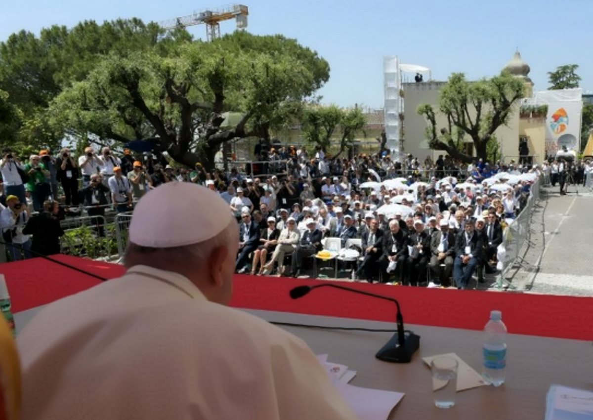 Papa Francesco a Napoli promuove la teologia dell'accoglienza