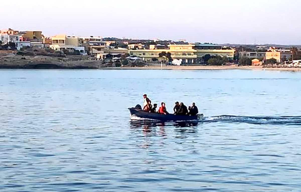 4 luglio, 69 migranti arrivano a Lampedusa senza l'aiuto di alcuna Ong