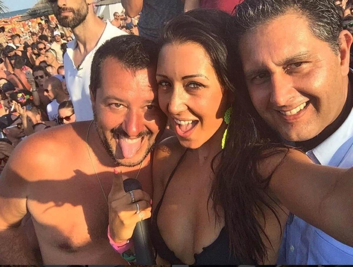 Coremo tutti ar Papeete che ce famo 'n serfie co' Sarvini