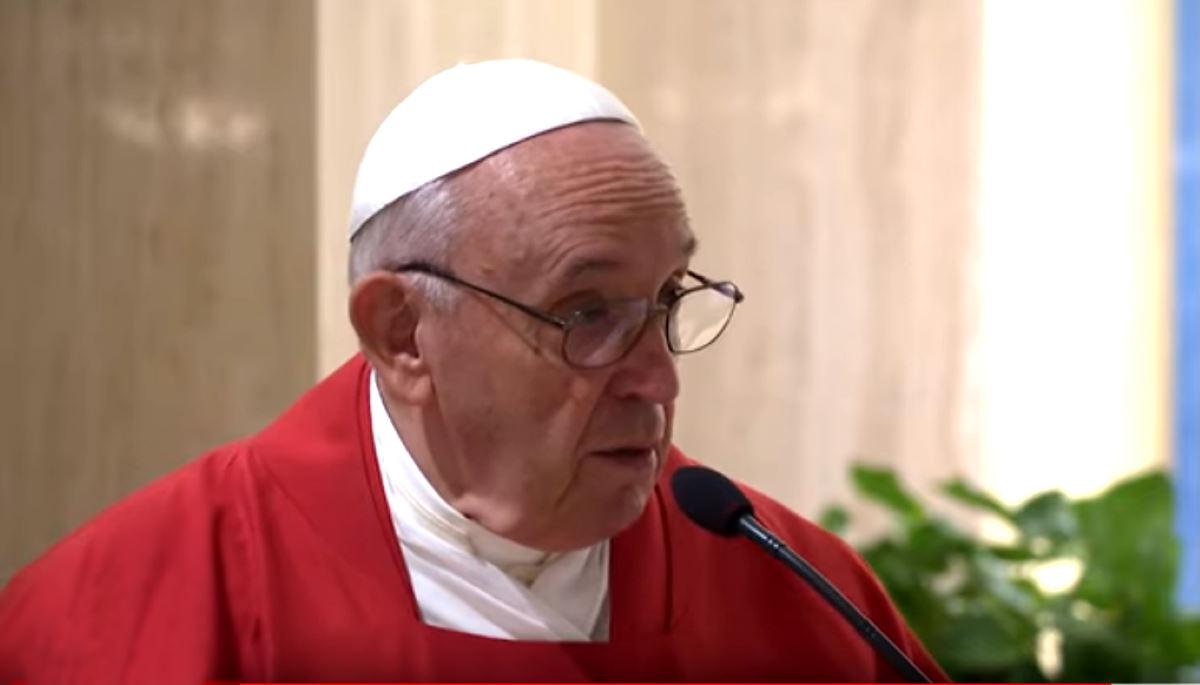 Papa Francesco: politici (ma anche preti e vescovi) che sono insultati? Qualcuno se lo merita...
