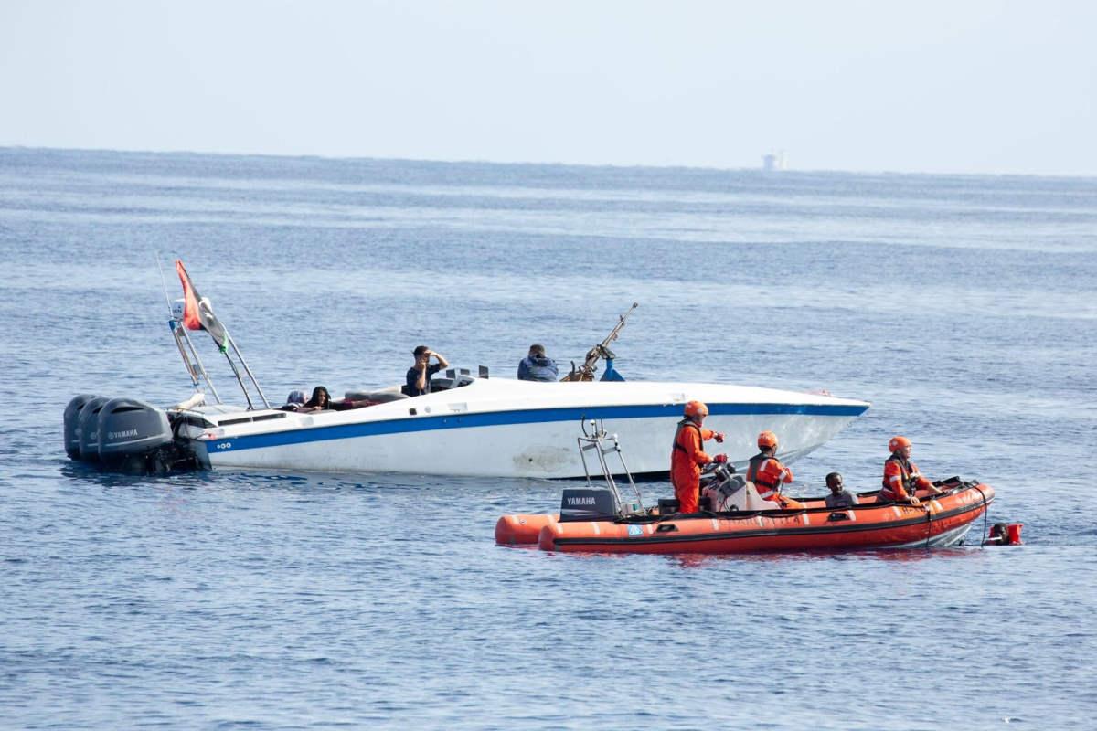 La Alan Kurdi salva 90 migranti mentre la Ocean Viking attende un PoS da quasi una settimana