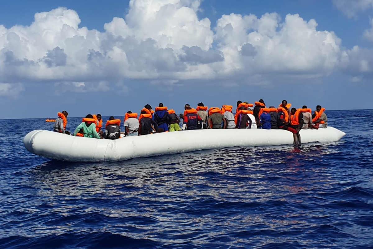 Nuovi sbarchi a Lampedusa, mentre la Ocean Viking salva 176 persone