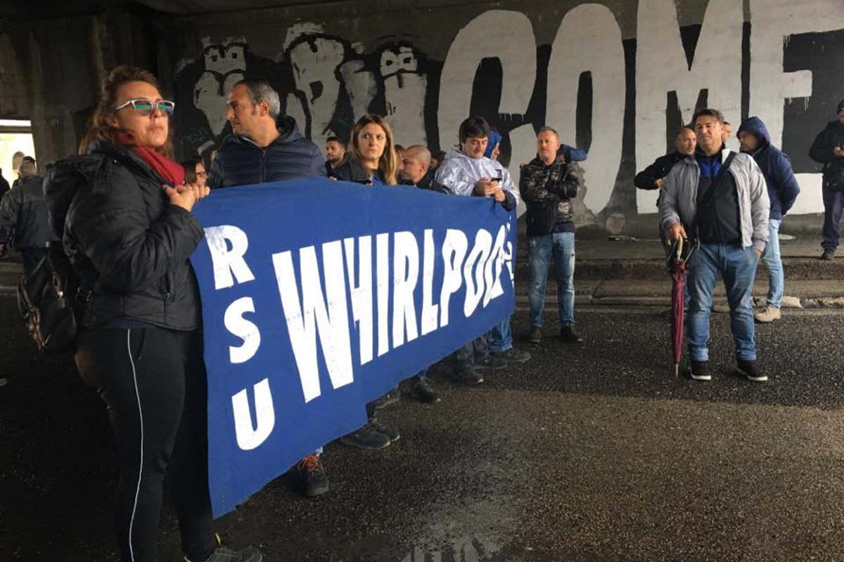 I lavoratori della Whirlpool ricordano al Mise che la loro vertenza deve ancora essere risolta