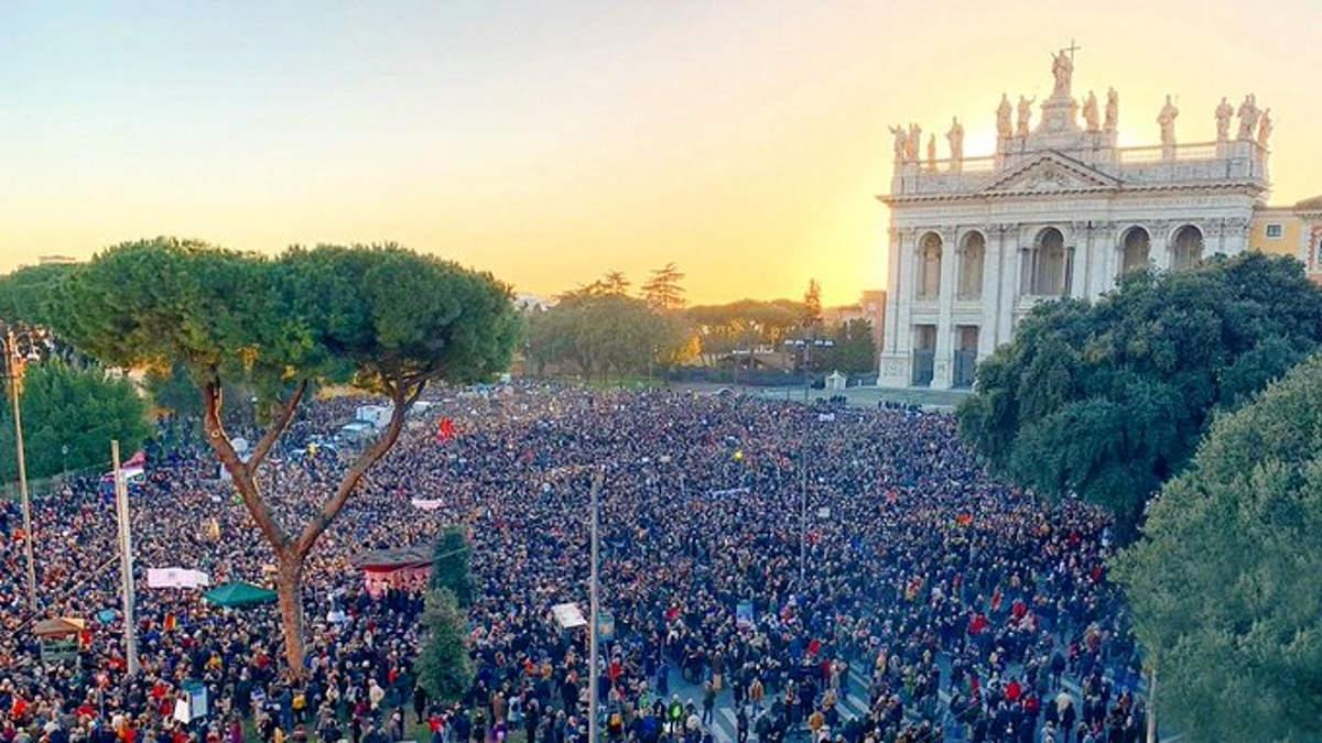 Sardina Day, enormi banchi di sardine confluiti a Roma hanno riempito anche piazza San Giovanni