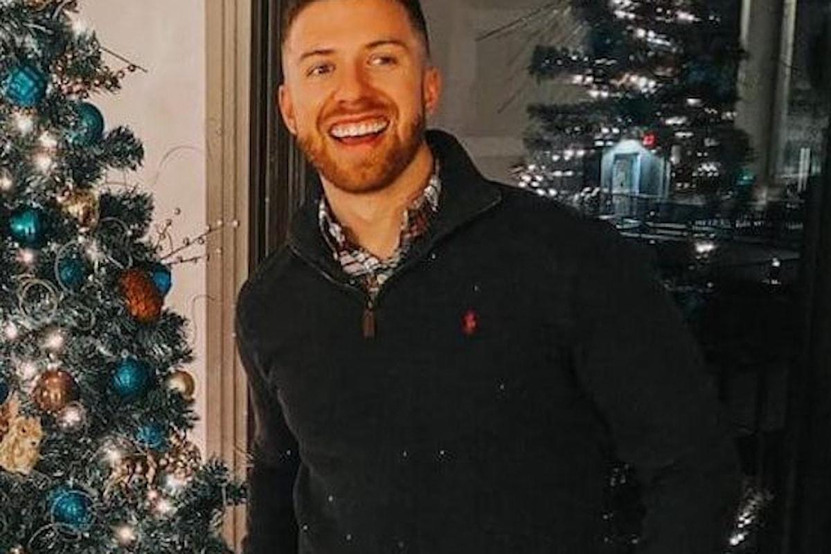Fratello maggiore gay dichiarato costretto a difendere il minore dopo il suo coming out