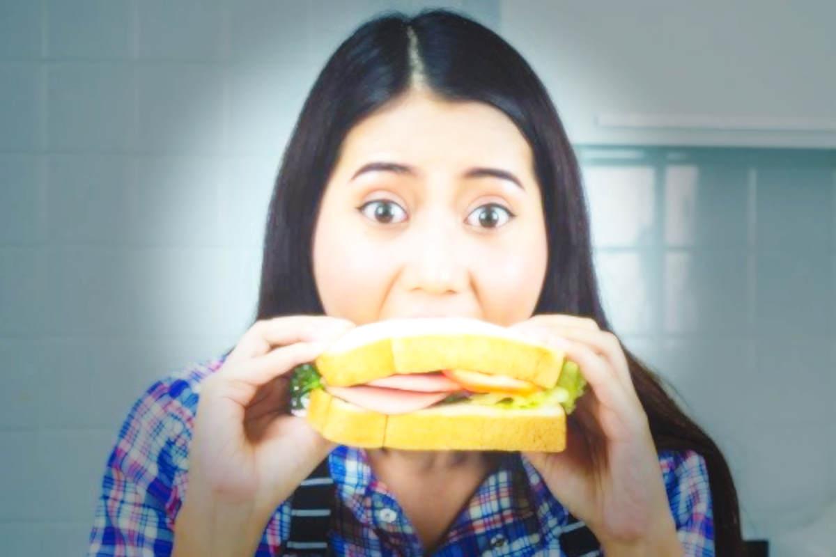 Come invogliare le persone a mangiare di meno? Mostrando quanto tempo gli occorrerebbe per bruciare le calorie assunte mangiando un determinato prodotto