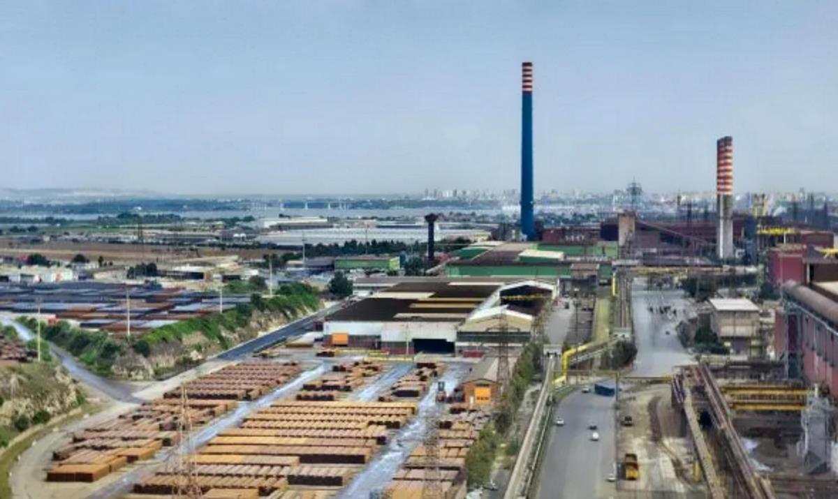 La diversa strategia di ArcelorMittal per arrivare allo stesso obiettivo: chiudere l'ex Ilva