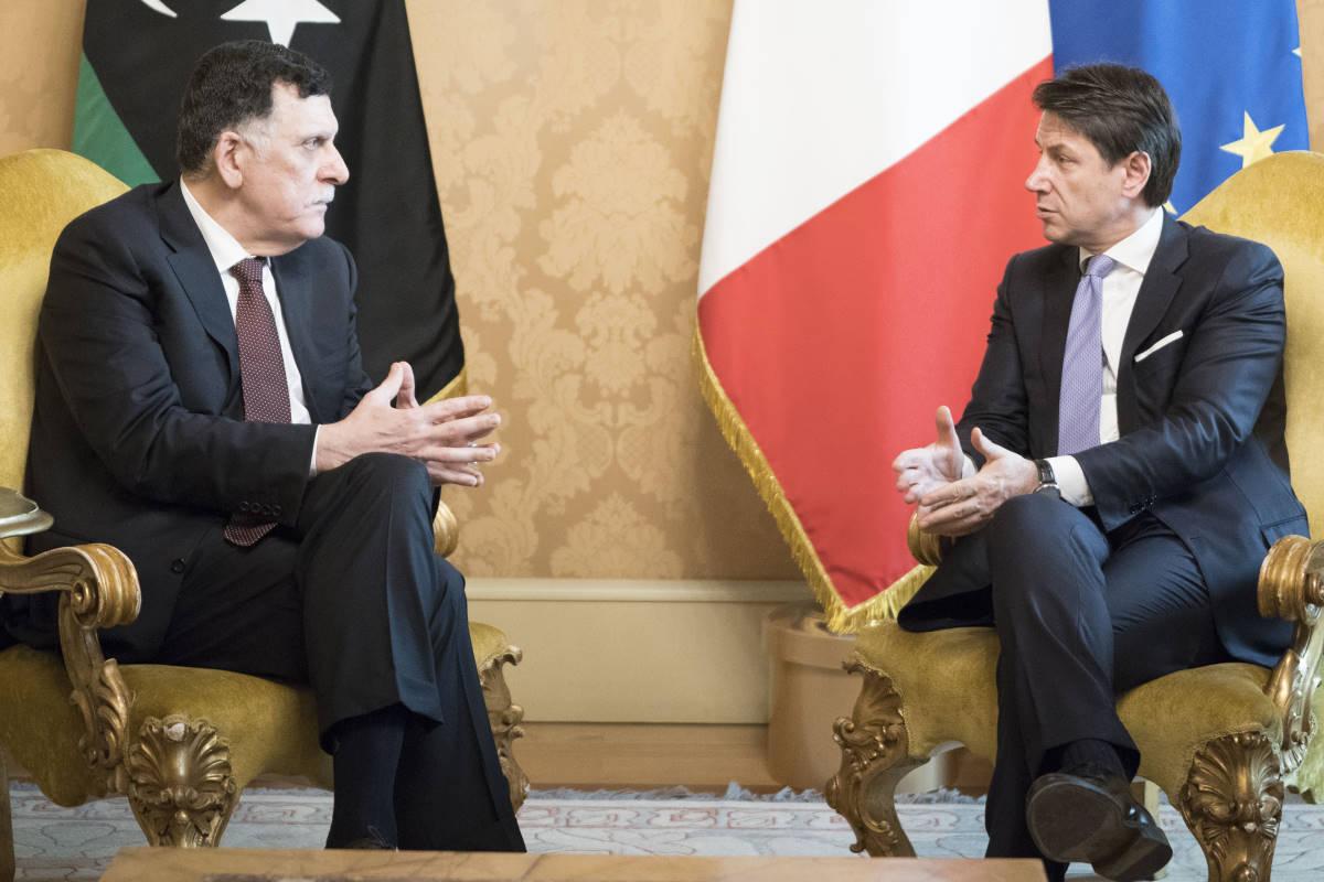 Libia, si cerca una tregua: Al Serraj incontra Conte che poi telefona a Macron, mentre Putin parla con gli Emirati Arabi