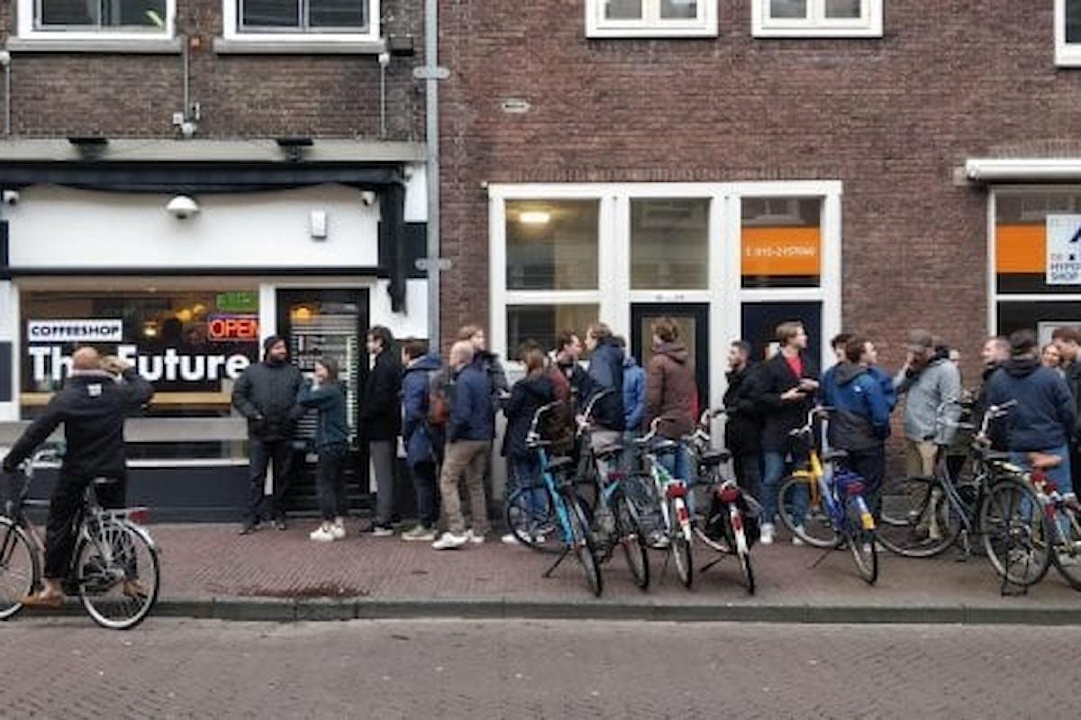 In Olanda in fila per fare scorta di cannabis
