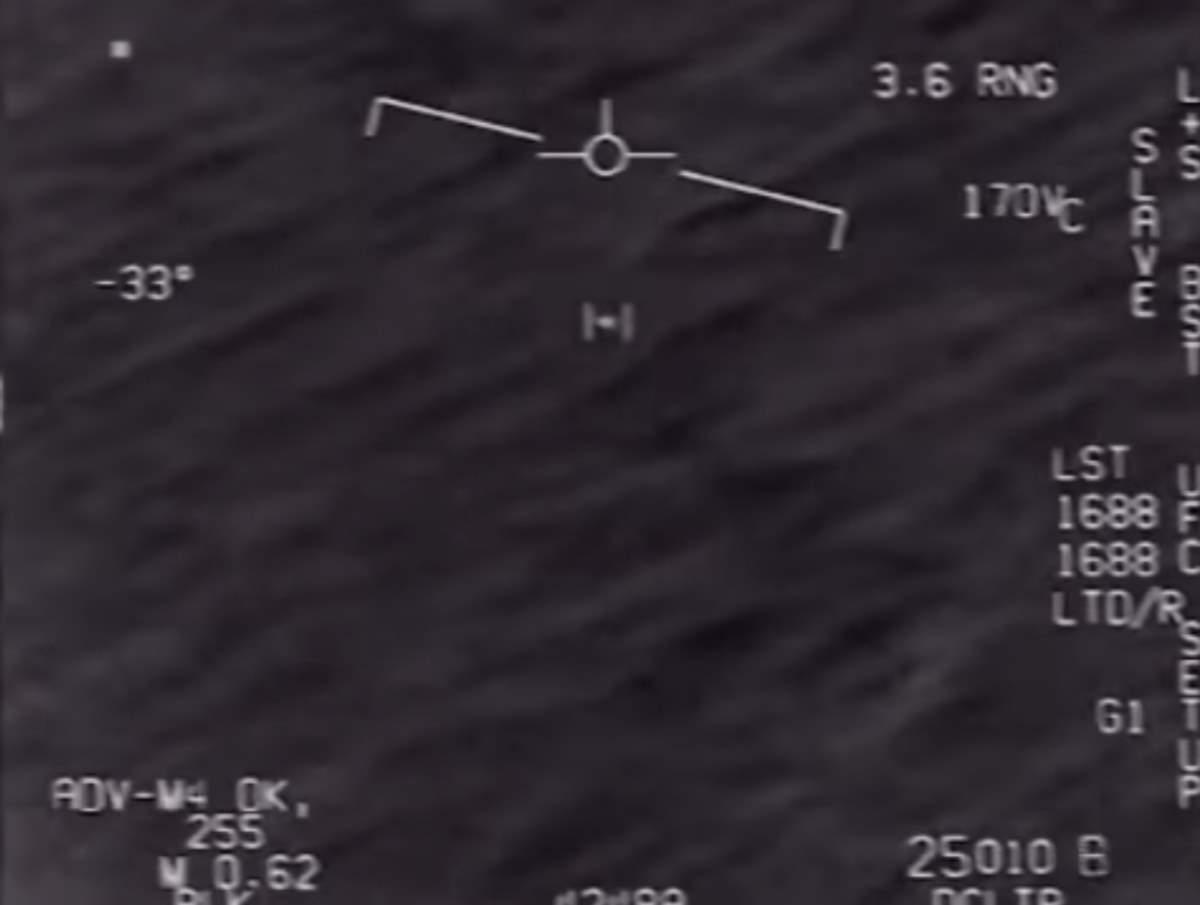 Le tre clip con gli UFO desecretate dal Pentagono
