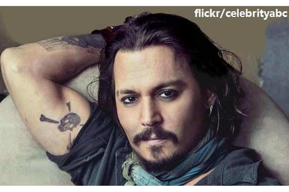 Johnny Depp rende omaggio a George Floyd con una canzone di Bob Dylan. Guarda l'emozionante video