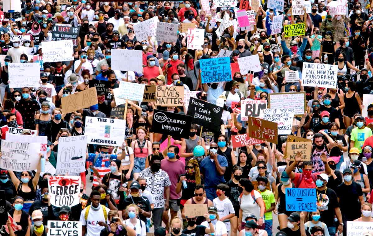 Trump ordina il coprifuoco e minaccia l'intervento dell'esercito, ma le manifestazioni negli Usa proseguono