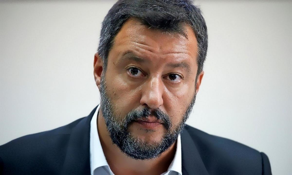 La dialettica dello smemorato Matteo Salvini, un'occasione immancabile per farsi quattro risate