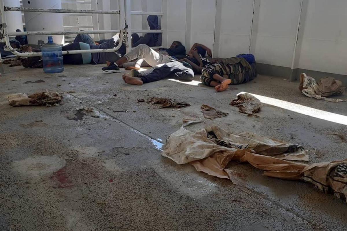 I 52 migranti della Talia ancora bloccati sulla nave mercantile