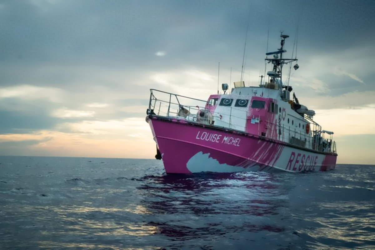 La Louise Michel è la nave messa in mare da Banksy per soccorrere i migranti nel Mediterraneo