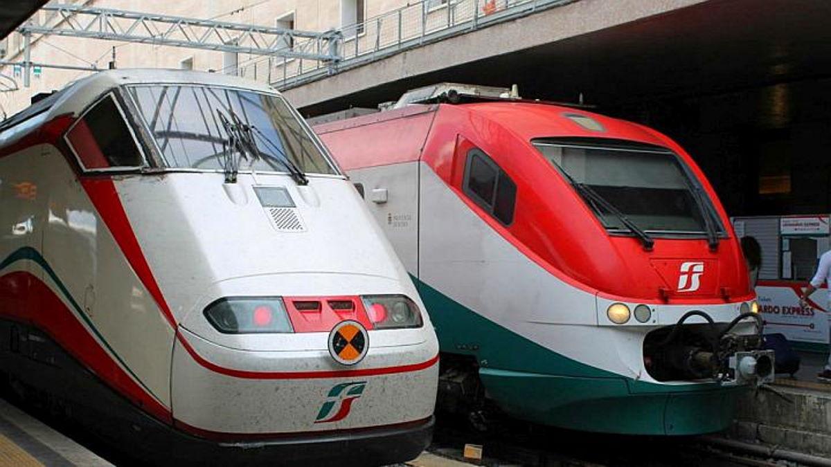 Sui treni a lunga percorrenza dal 1 agosto è consentito derogare al distanziamento interpersonale di un metro