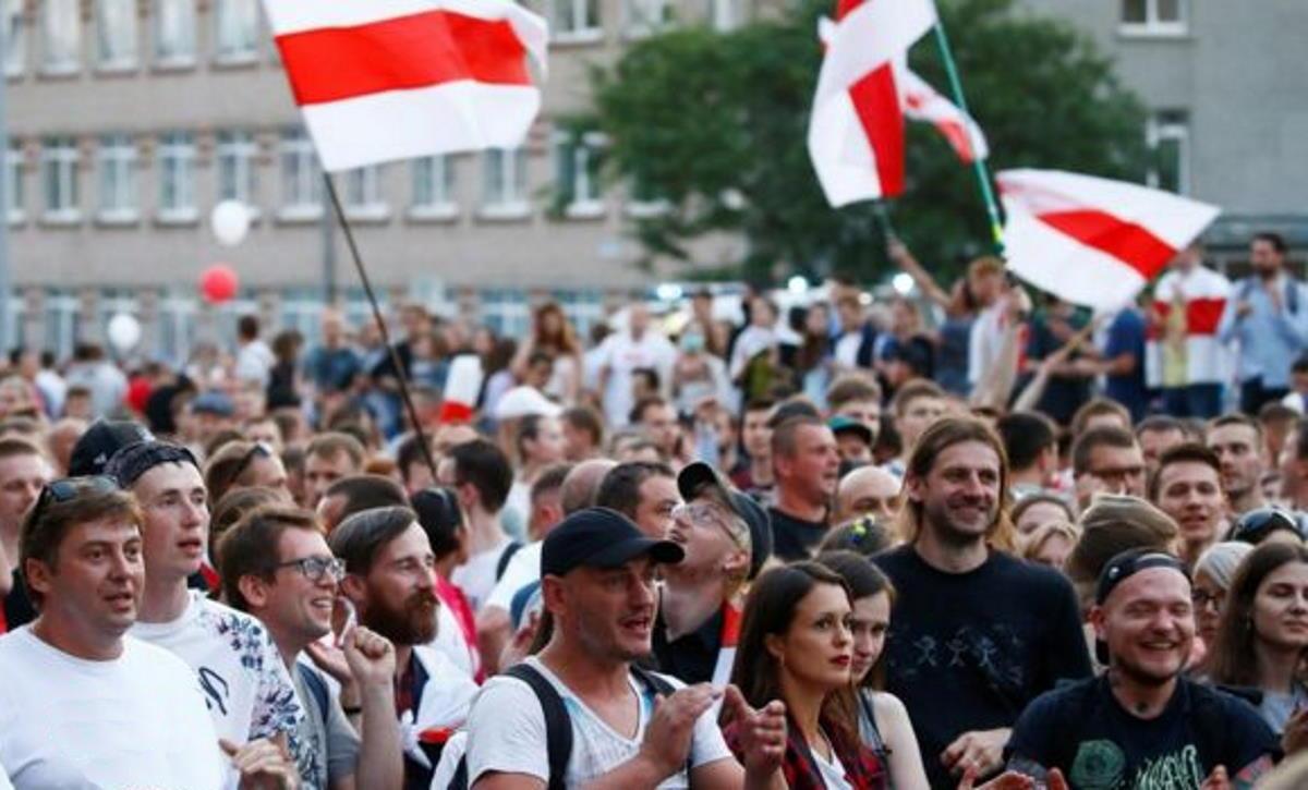 Bielorussia in piazza contro la dittatura, mentre Mosca...