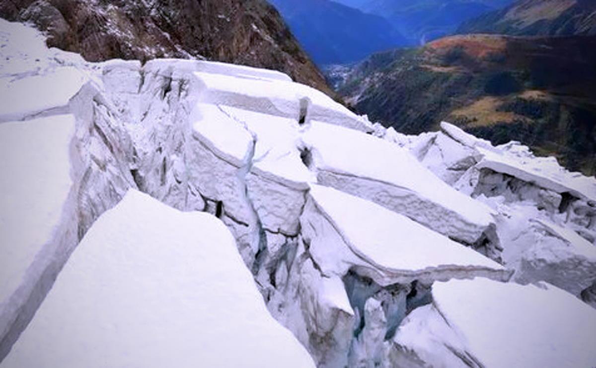 Il sindaco di Courmayeur evacua la Val Ferret per il rschio che parti del ghiacciaio Planpincieux possano staccarsi