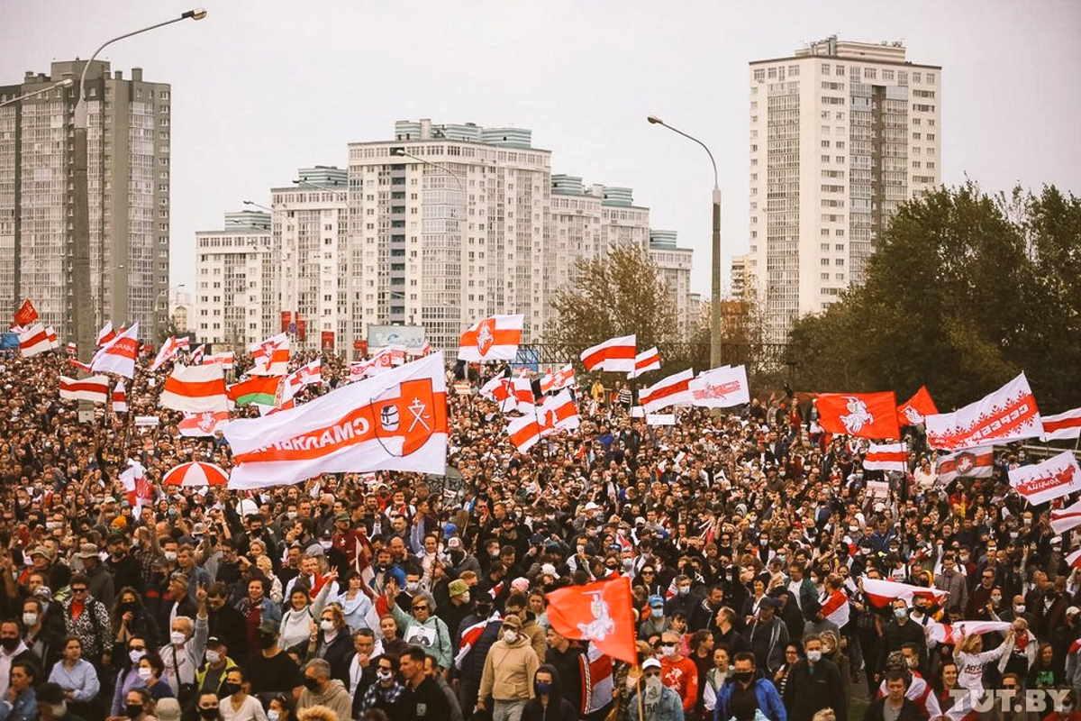 Continua la protesta degli oppositori di Lukashenko che domenica hanno chiesto la liberazione dei detenuti politici