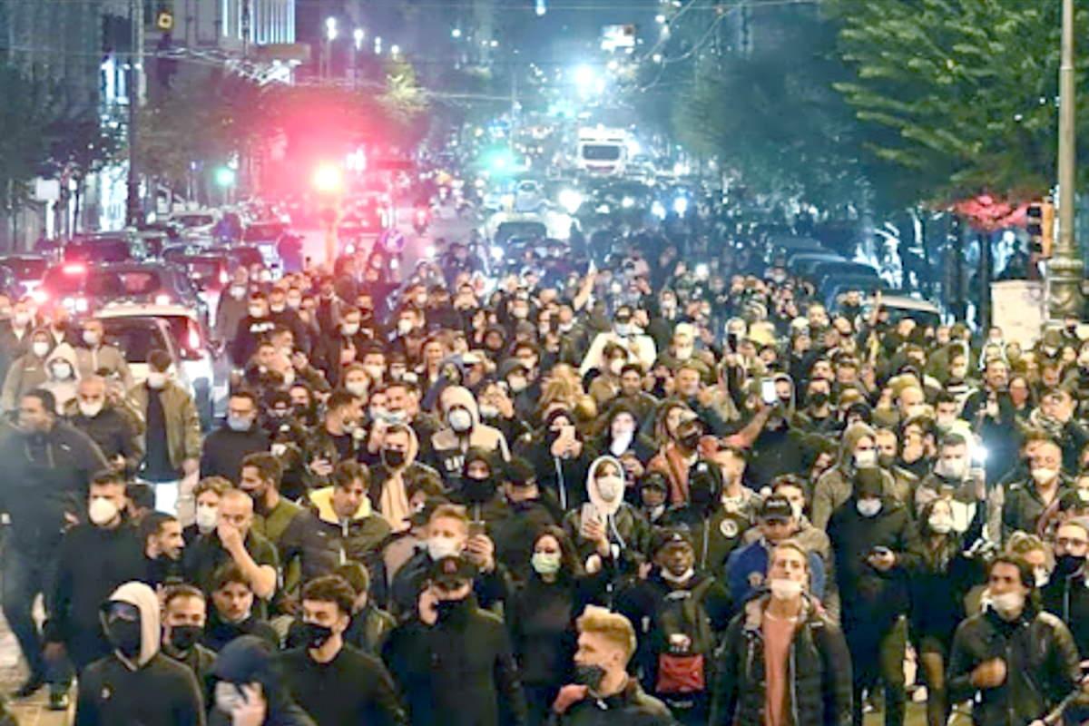 Covid: l'inutile e assurda protesta di Napoli