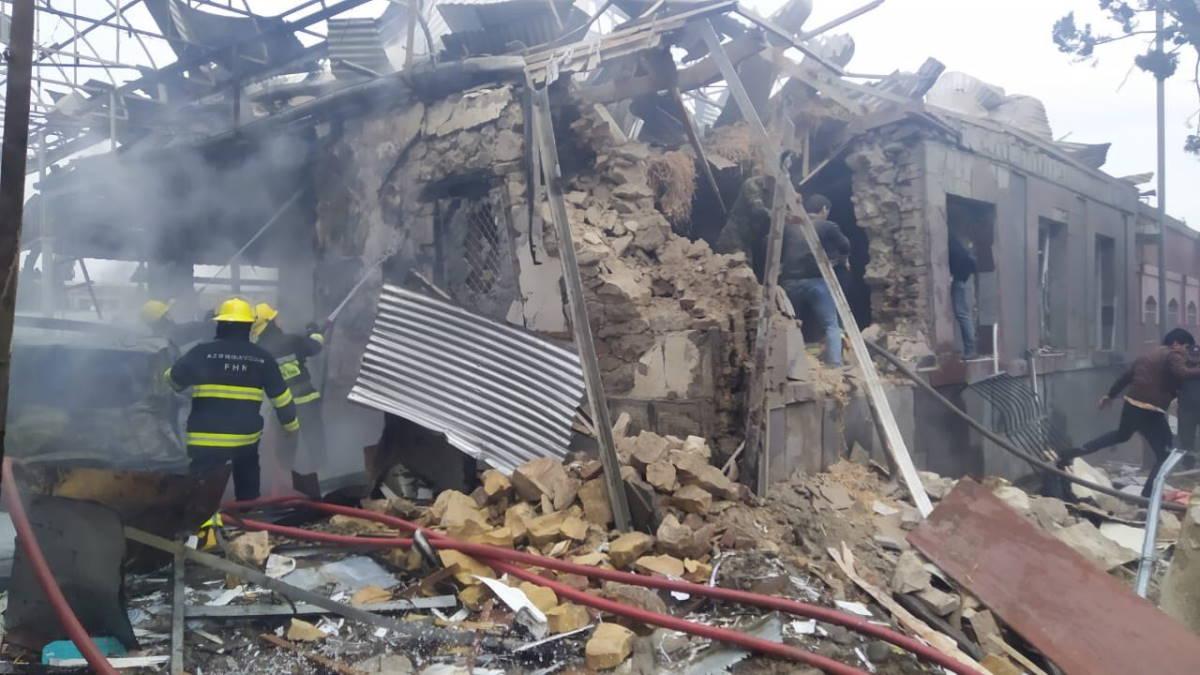 Si inasprisce il conflitto nel Nagorno-Karabakh: bombardate Stepanakert e Ganja