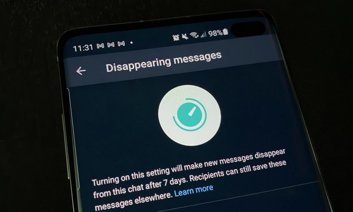Nuova opzione su WhatsApp: messaggi cancellati dopo una settimana