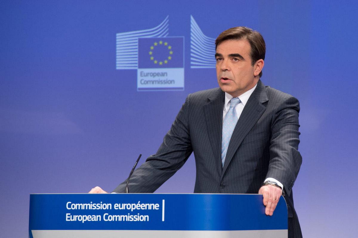 """Commissione Ue invita i Governi a """"non abbassare la guardia. La salute deve avere precedenza sulle feste"""". Sui vaccini ancora non sappiamo tutto..."""