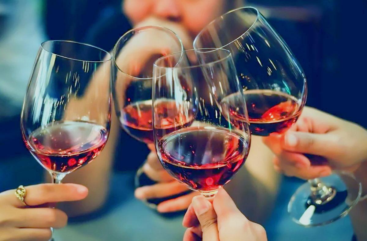 Il rapporto tra consumo di alcool e cancro della mammella, una patologia multifattoriale