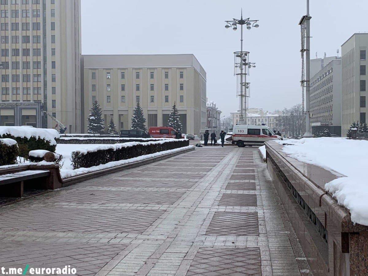 Bielorussia, a Minsk un uomo si dà fuoco davanti alla sede del governo
