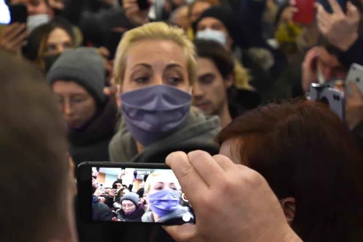 Migliaia i russi che domenica stanno manifestando a favore di Alexey Navalny: arrestata la moglie Yulia