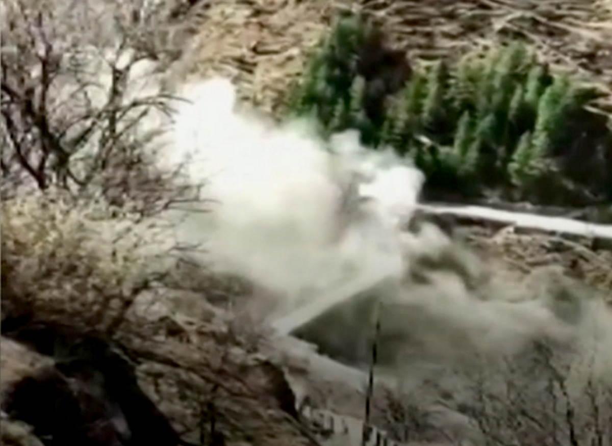 Si stacca parte di un ghiacciaio dell'Himalaya causando una grave inondazione nello Stato indiano dell'Uttarakhand