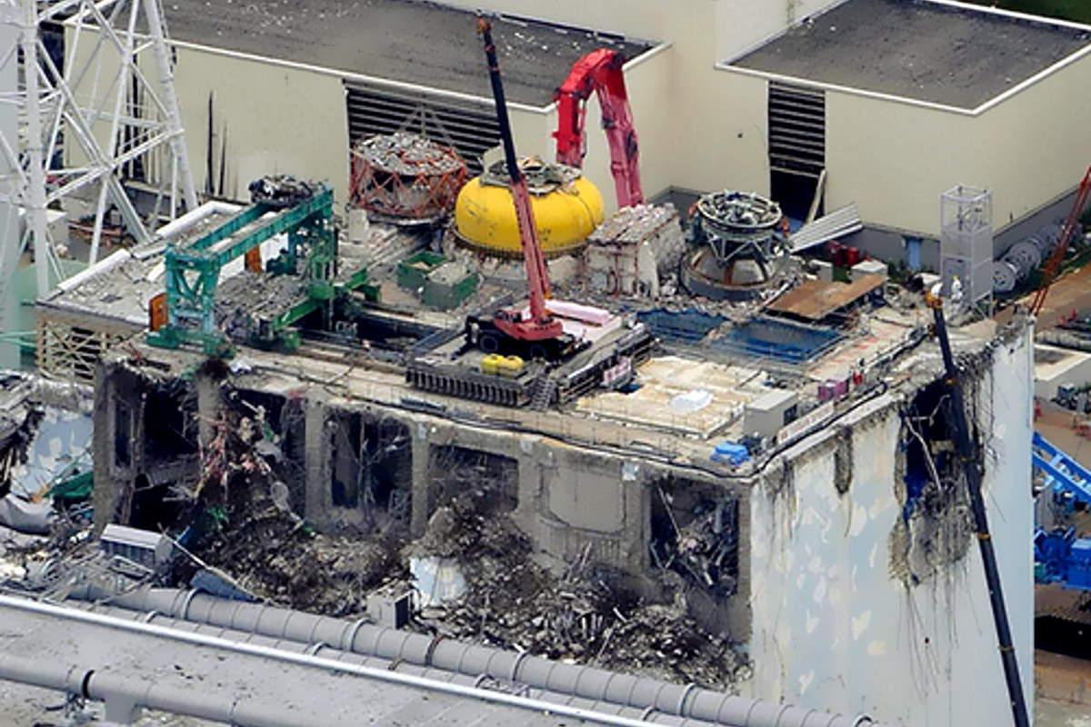 Il Giappone ricorda i dieci anni dal tragico terremoto che ha causato lo tsunami e l'incidente nucleare nella centrale di Fukushima
