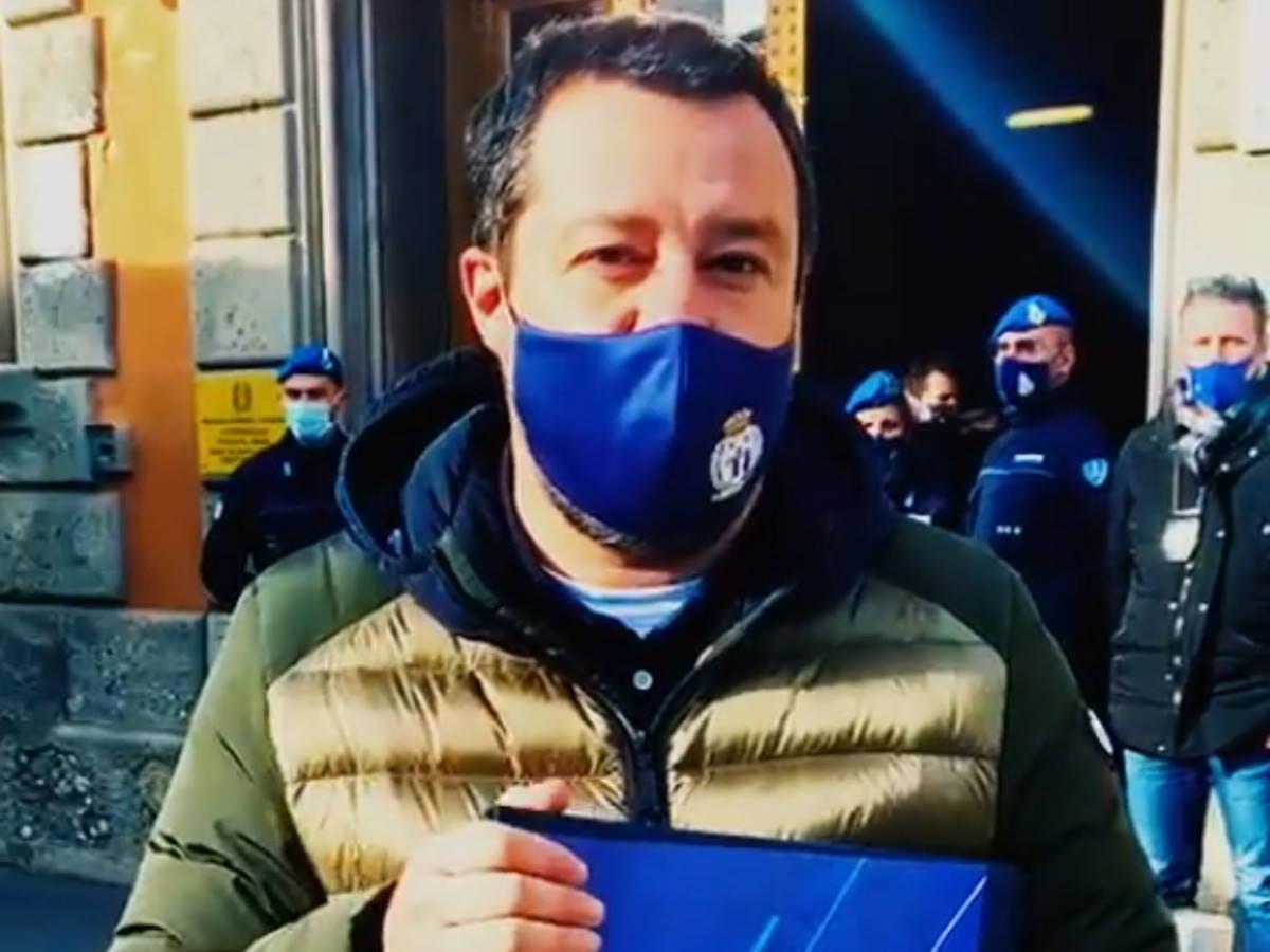Su Twitter Salvini è di nuovo un Pagliaccio per la vicenda del vaccino ai detenuti del Lazio