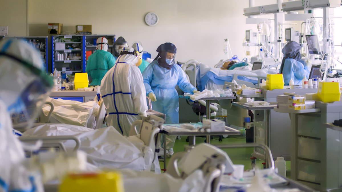 Anaao-Assomed: non allentare le restrizioni con gli ospedali tuttora sovraccarichi
