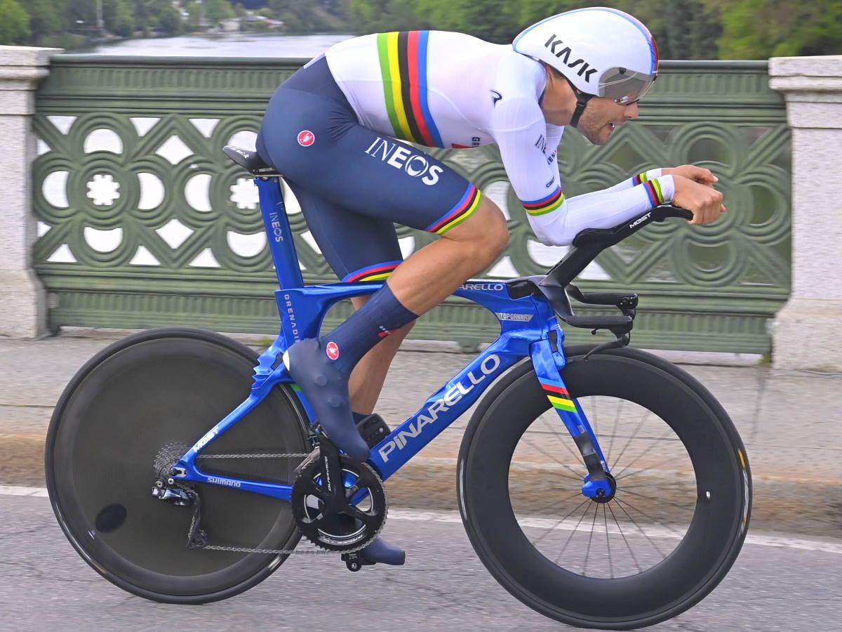 Ganna prima maglia rosa al Giro 2021, suo il miglior tempo nella crono inaugurale di Torino