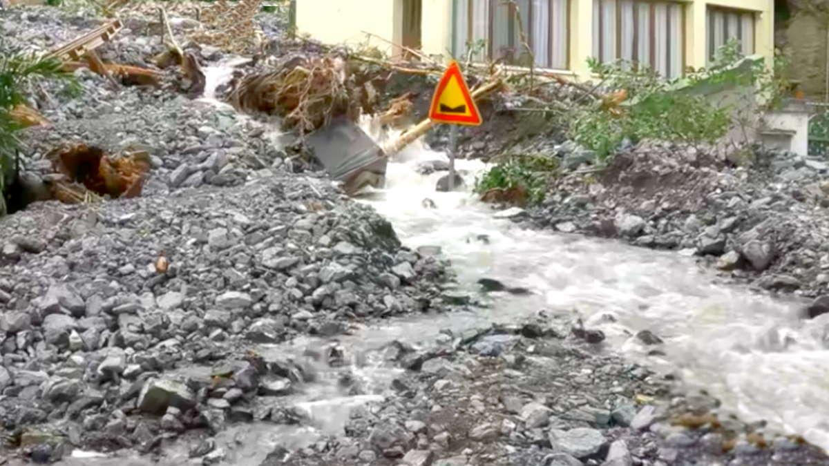 Frane e allagamenti nei paesi che si affacciano sul lago di Como, gravi i danni
