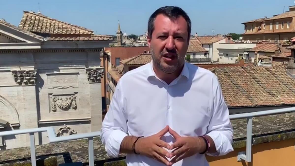Atto osceno in luogo pubblico: il commento di Salvini sull'omicidio compiuto a Voghera da un suo assessore