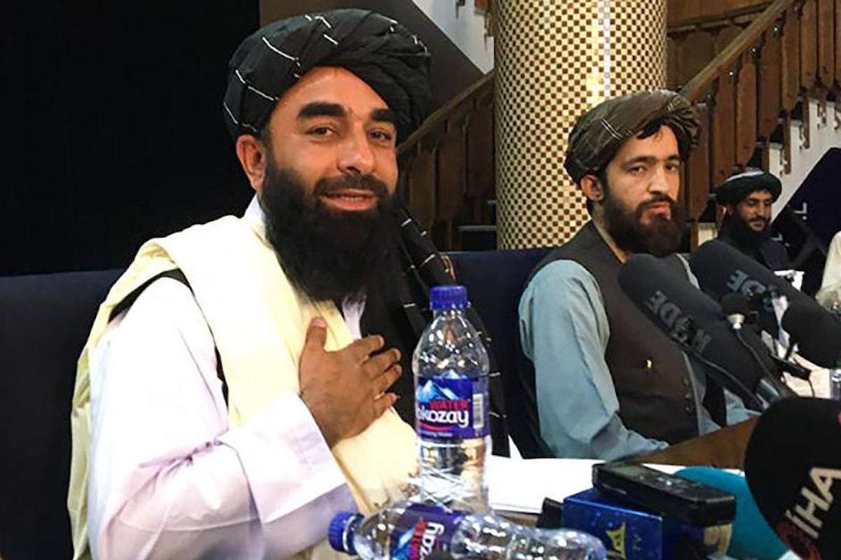 Il portavoce dei talebani: Non è necessario che le donne siano nel governo, loro devono fare figli