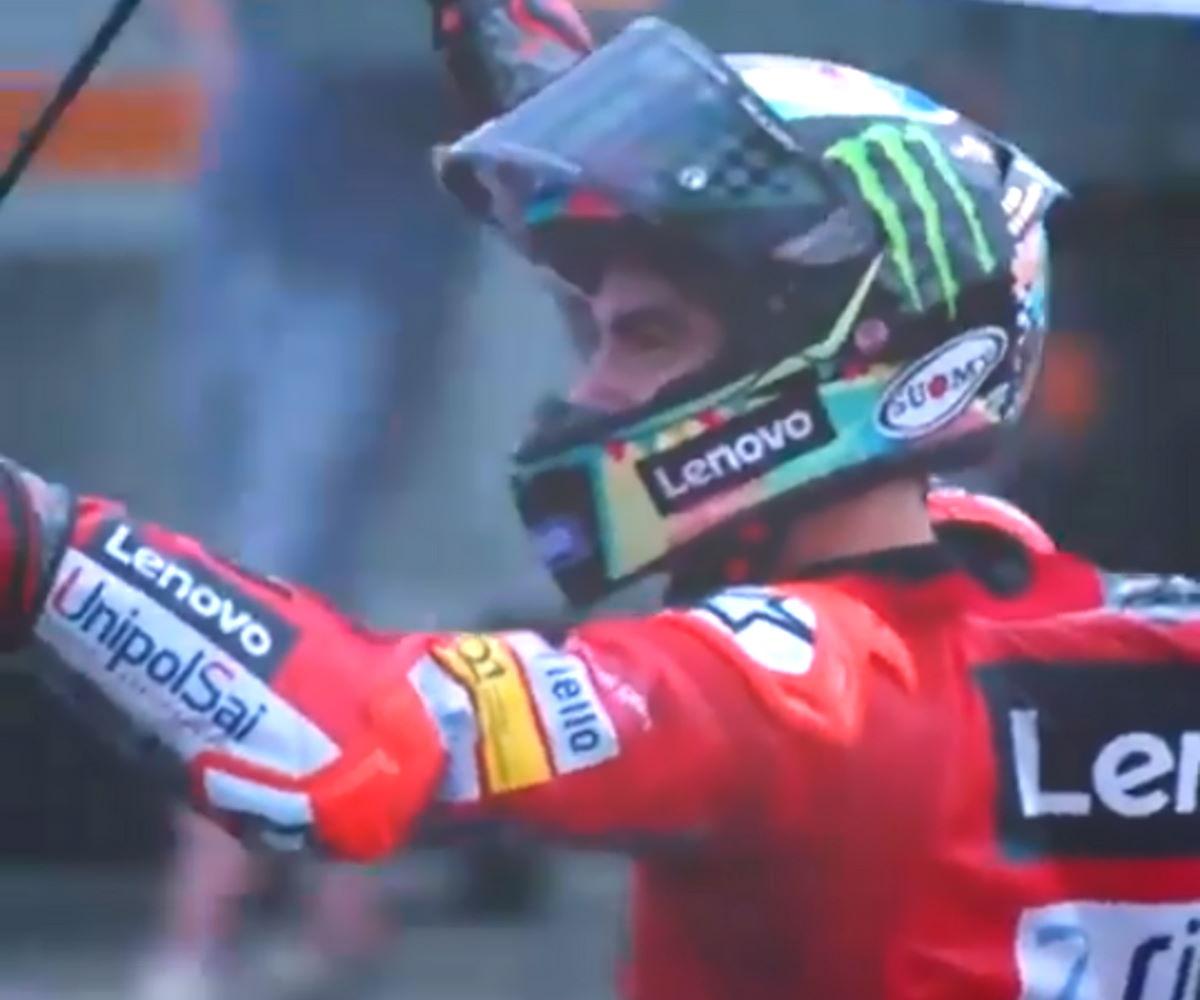 MotoGP, Bagnaia fa il bis a Misano e nel mondiale riduce il distacco da Quartararo, oggi secondo
