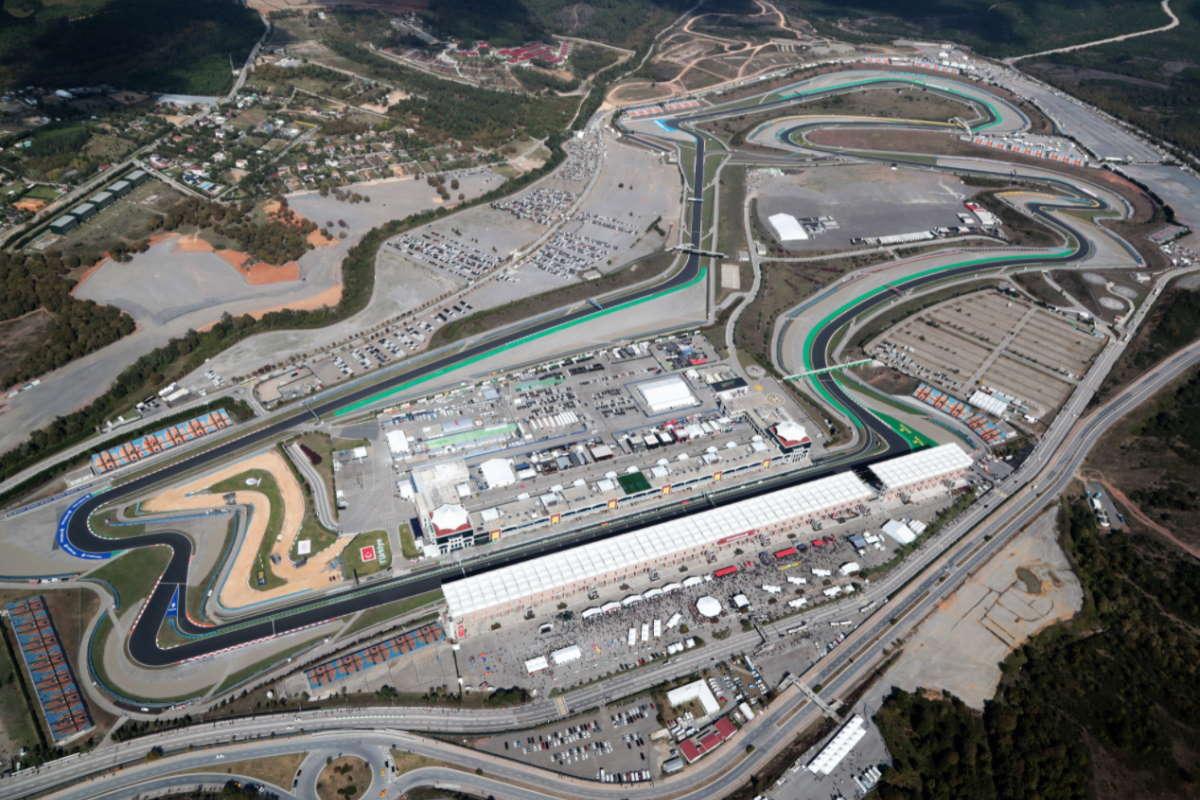 Formula 1, nelle libere del GP della Turchia Hamilton è il più veloce, ma Leclerc è ad unpasso