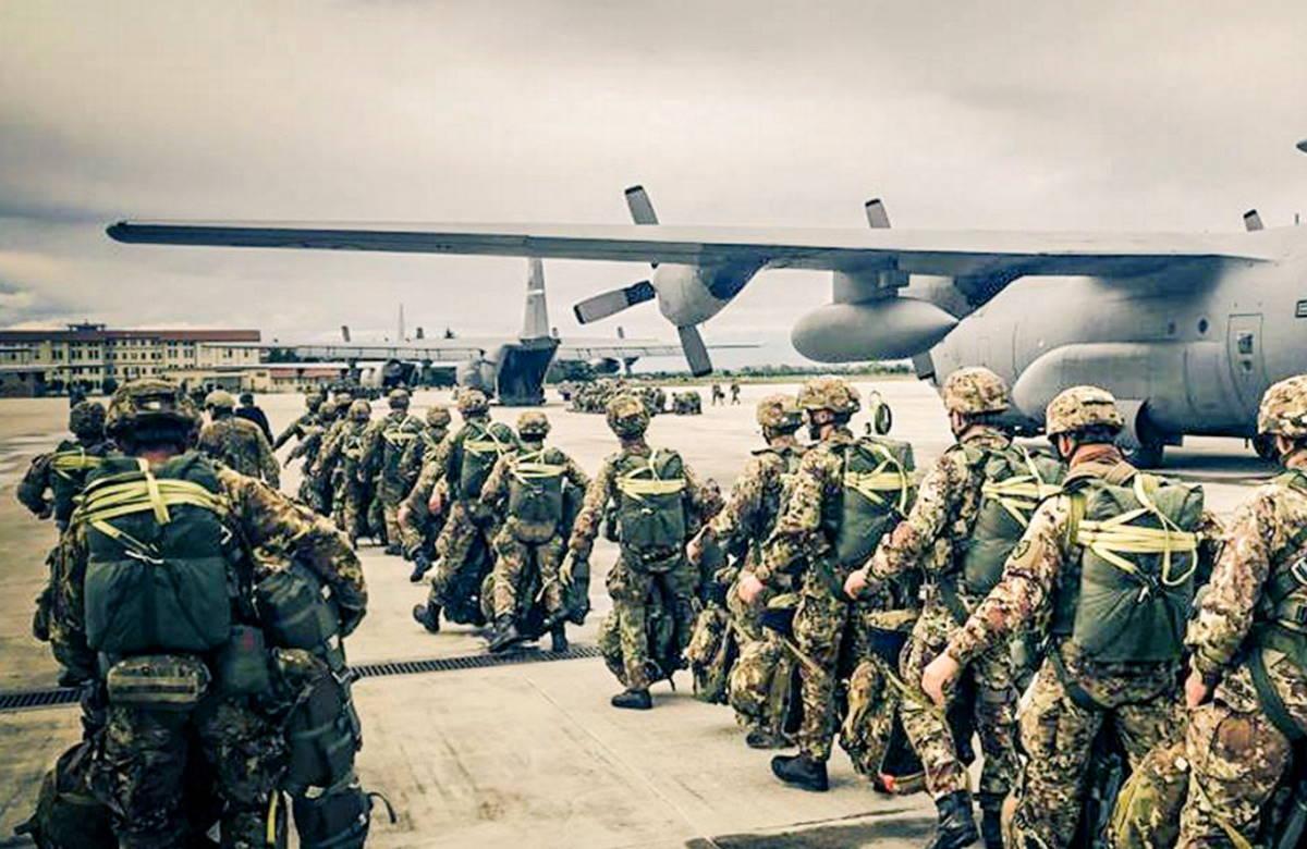 Olanda, i paracadutisti della Folgore in azione nell'esercitazione multinazionale Falcon Leap 21