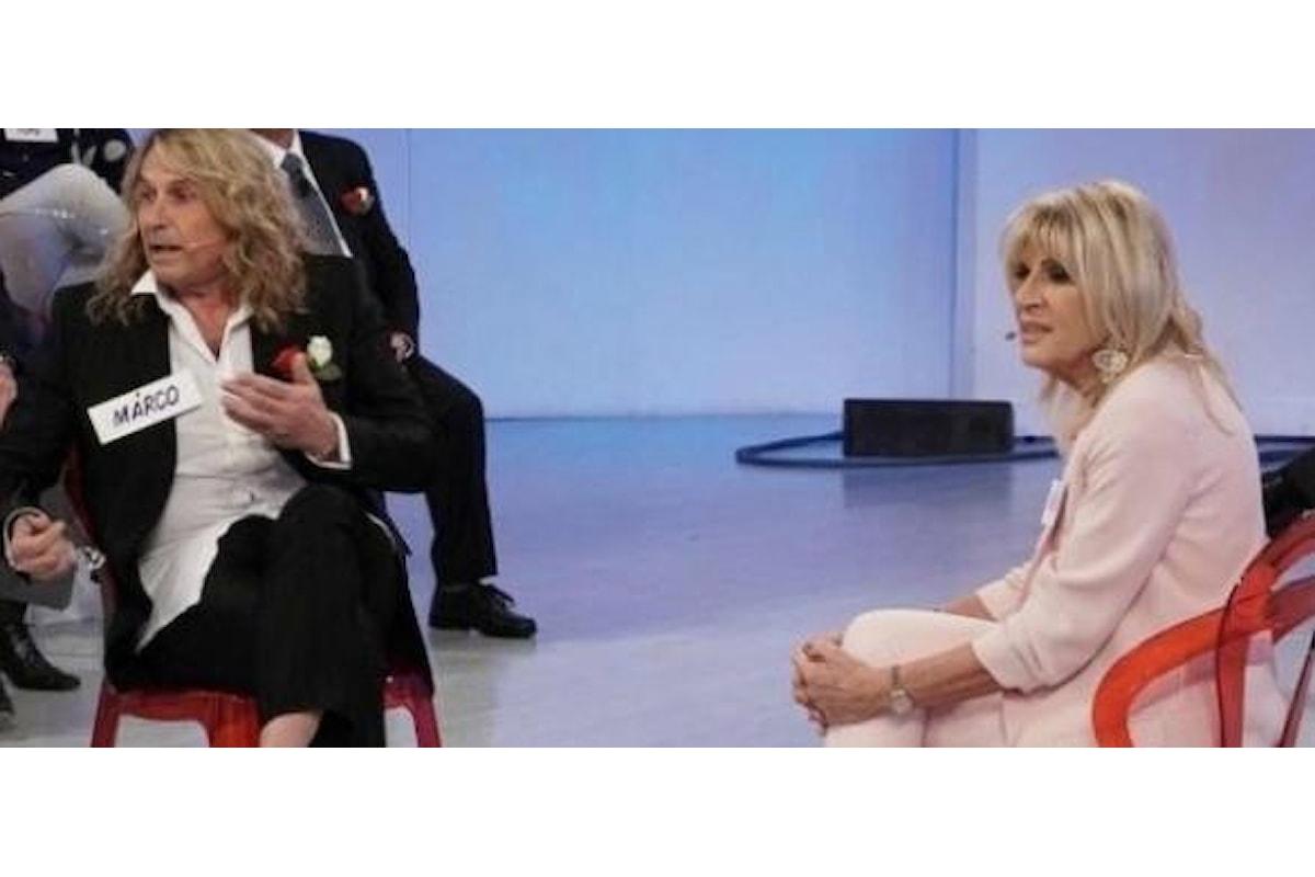 Gemma Galgani vuole baciare un cavaliere, lui rifiuta
