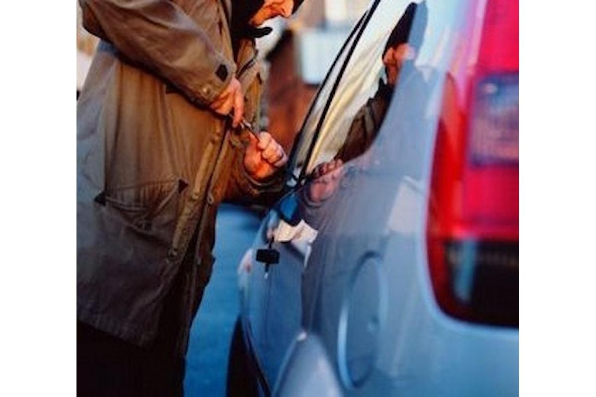 Sorpreso mentre ruba un'auto, in manette pregiudicato a Salerno