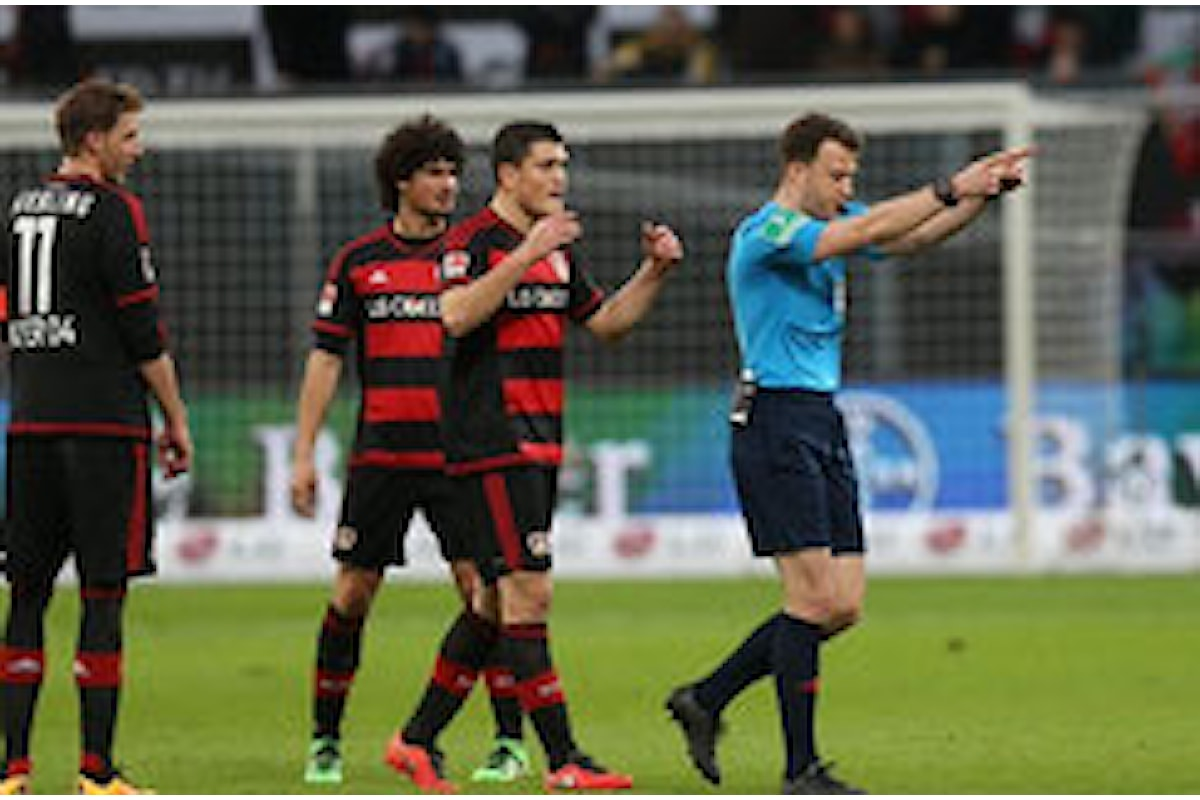 Incredibile! Arbitro espulso in Bundesliga (VIDEO)
