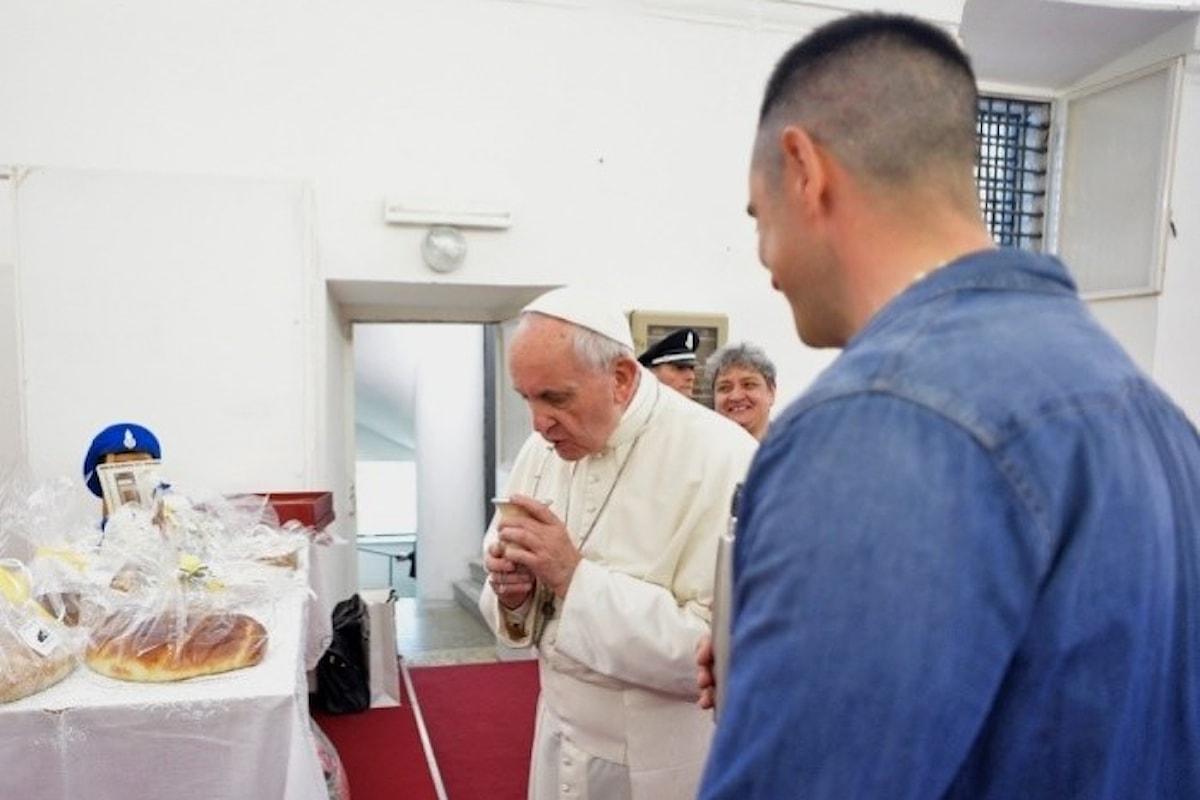 Papa Francesco celebra il Giovedì Santo tra i detenuti del carcere di Paliano