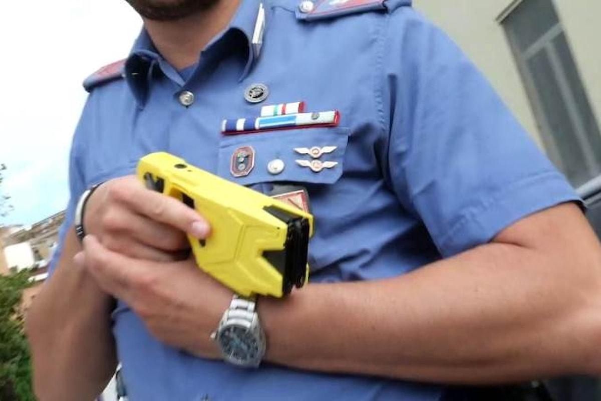 A Firenze i carabinieri usano il taser contro uno straniero che aveva aggredito due senzatetto
