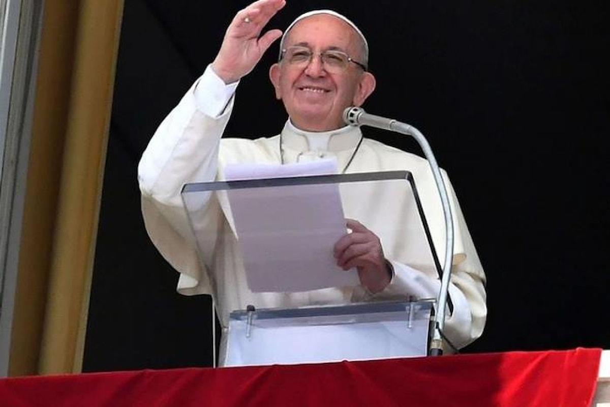 All'Angelus il Papa richiama i fedeli ad un generoso impegno di solidarietà per i poveri, i deboli, gli ultimi, gli indifesi