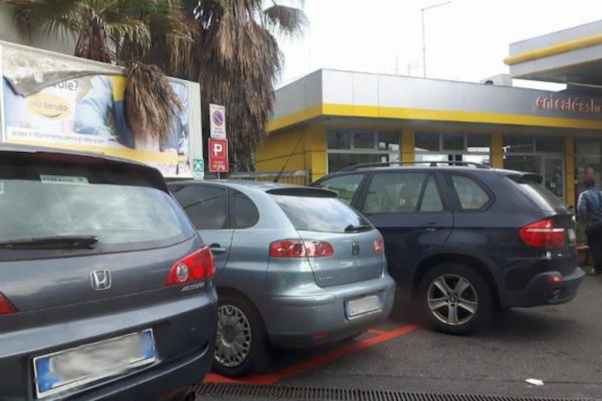 A Catania gli automobilisti rubano i parcheggi riservati ai veicoli Enjoy