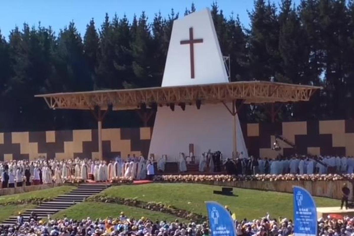 La giornata del Papa dedicata ai diritti dei popoli autoctoni... in Cile e in Palestina